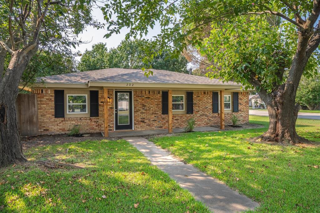 202 Gleason  Street, Crandall, Texas 75114 - Acquisto Real Estate best frisco realtor Amy Gasperini 1031 exchange expert