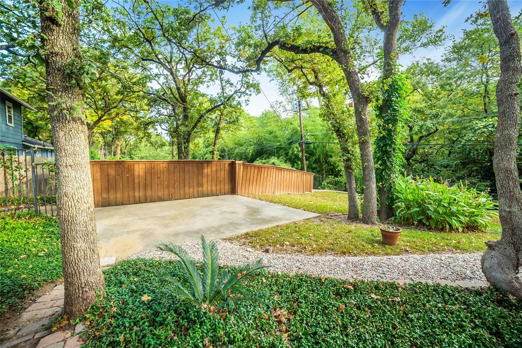 719 Red Oak  Lane, Arlington, Texas 76012 - Acquisto Real Estate best frisco realtor Amy Gasperini 1031 exchange expert