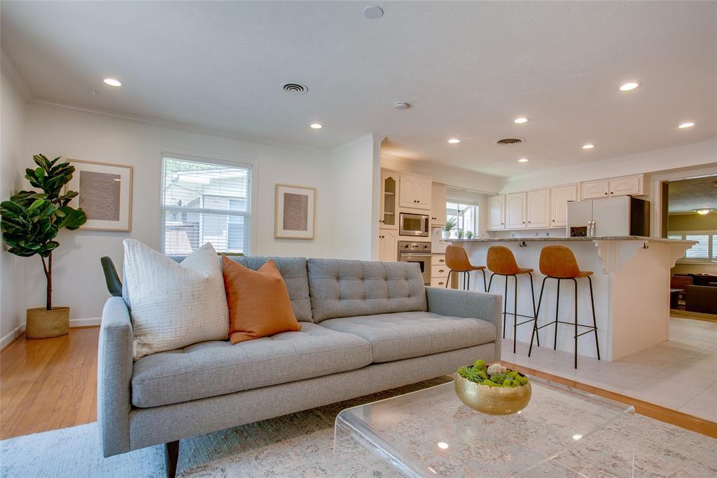 833 Peavy  Road, Dallas, Texas 75218 - Acquisto Real Estate best frisco realtor Amy Gasperini 1031 exchange expert