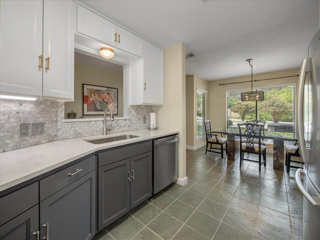 2633 Mccart  Avenue, Fort Worth, Texas 76110 - Acquisto Real Estate best frisco realtor Amy Gasperini 1031 exchange expert