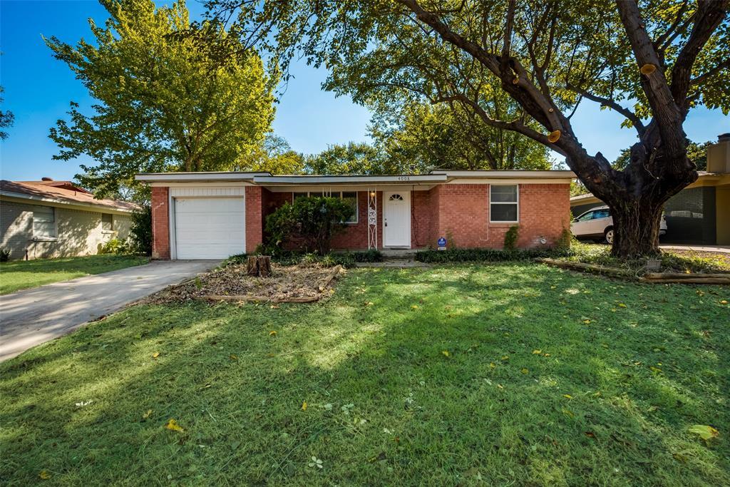 4008 Lakewood  Drive, Lake Worth, Texas 76135 - Acquisto Real Estate best frisco realtor Amy Gasperini 1031 exchange expert
