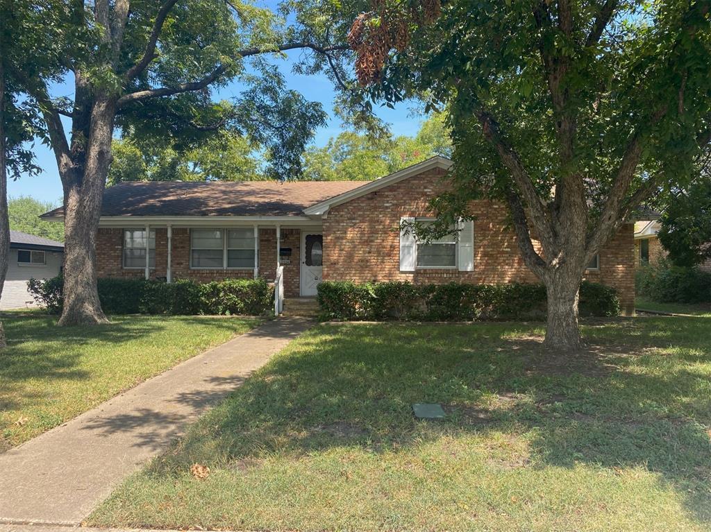 2534 Fenestra  Drive, Dallas, Texas 75228 - Acquisto Real Estate best frisco realtor Amy Gasperini 1031 exchange expert
