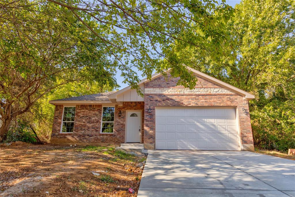 705 Royal  Street, Cleburne, Texas 76031 - Acquisto Real Estate best frisco realtor Amy Gasperini 1031 exchange expert