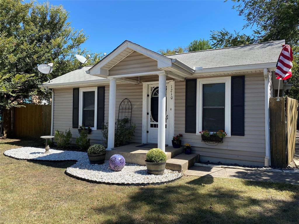 1210 Yale  Street, River Oaks, Texas 76114 - Acquisto Real Estate best frisco realtor Amy Gasperini 1031 exchange expert