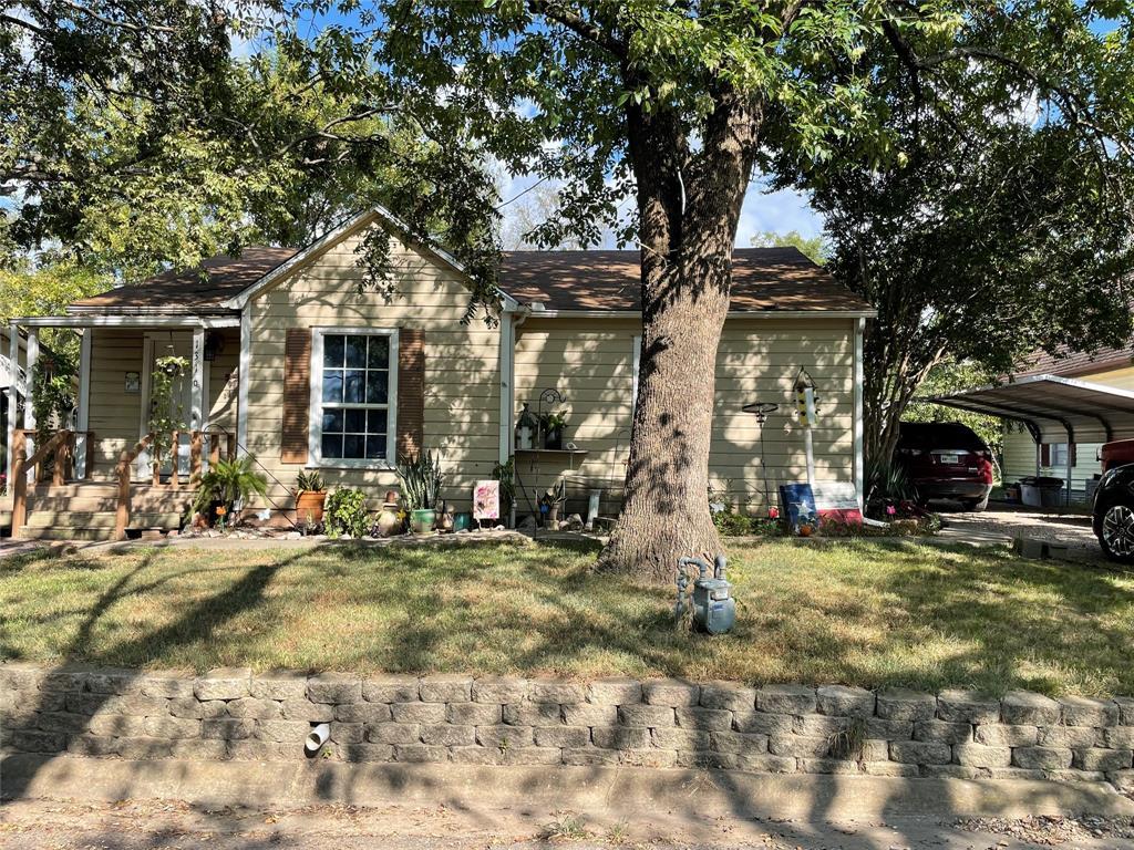 1316 Elm  Street, Bonham, Texas 75418 - Acquisto Real Estate best frisco realtor Amy Gasperini 1031 exchange expert