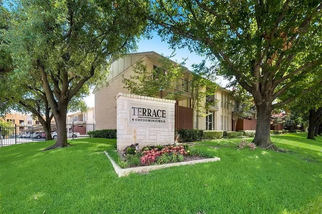 5856 Sandhurst  Lane, Dallas, Texas 75206 - Acquisto Real Estate best frisco realtor Amy Gasperini 1031 exchange expert