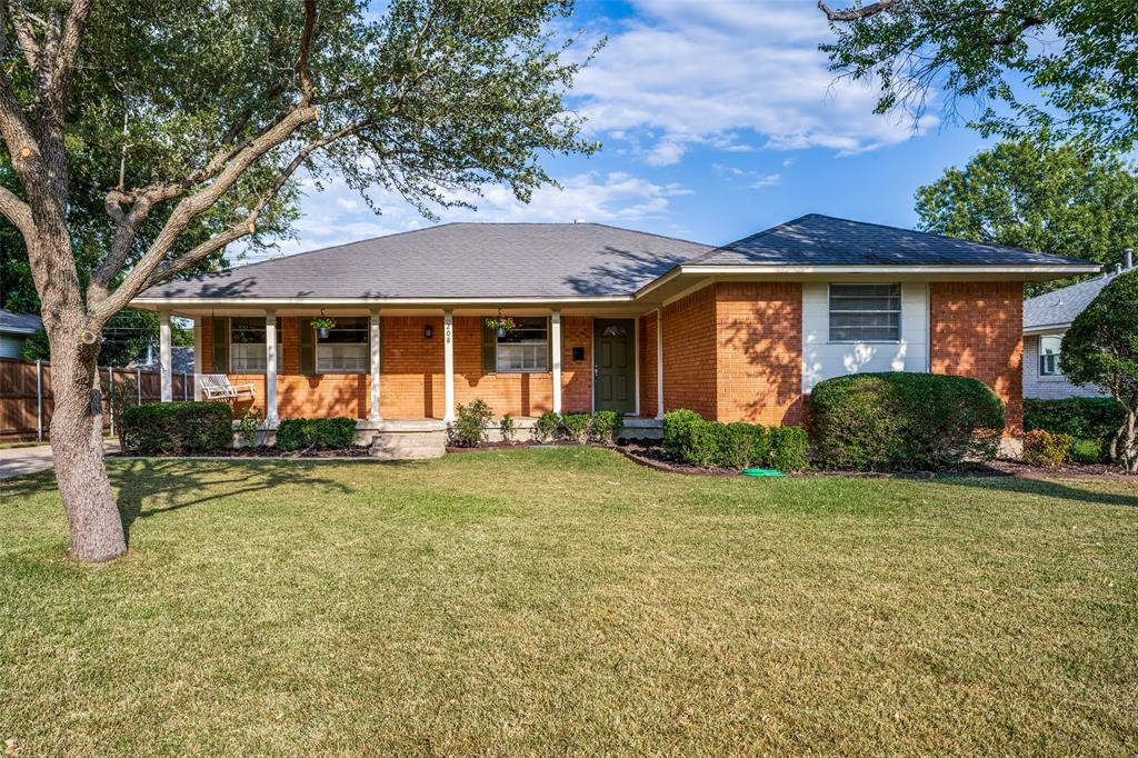 208 Saint Lukes  Drive, Richardson, Texas 75080 - Acquisto Real Estate best frisco realtor Amy Gasperini 1031 exchange expert