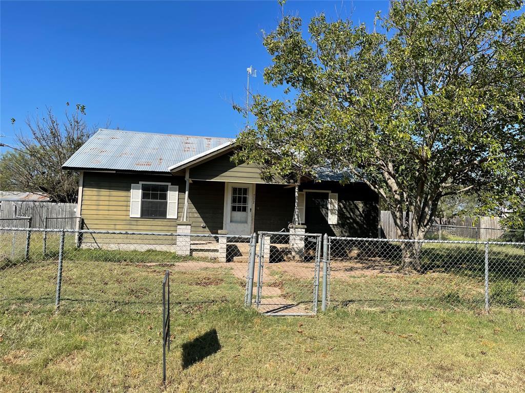 732 Avenue F  Cross Plains, Texas 76443 - Acquisto Real Estate best frisco realtor Amy Gasperini 1031 exchange expert