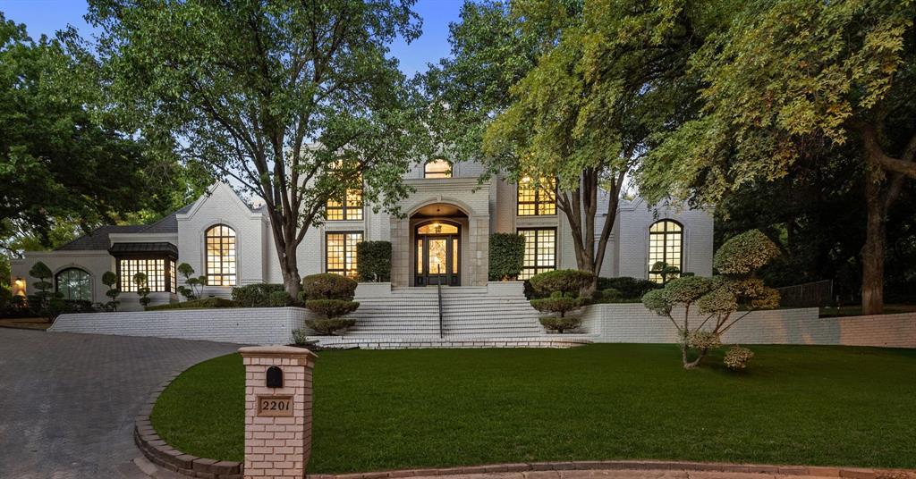 2201 Hidden Creek  Road, Westover Hills, Texas 76107 - Acquisto Real Estate best frisco realtor Amy Gasperini 1031 exchange expert