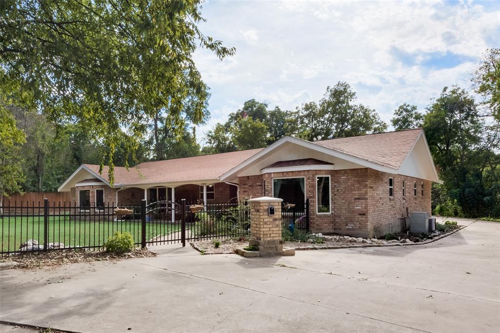 305 Pecan  Drive, DeSoto, Texas 75115 - Acquisto Real Estate best frisco realtor Amy Gasperini 1031 exchange expert