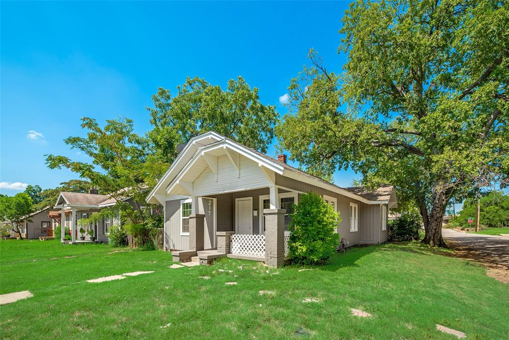 217 Colonial  Street, Fort Worth, Texas 76111 - Acquisto Real Estate best frisco realtor Amy Gasperini 1031 exchange expert