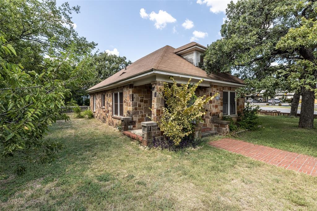 1113 Main  Street, Weatherford, Texas 76086 - Acquisto Real Estate best frisco realtor Amy Gasperini 1031 exchange expert