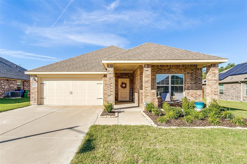 1532 Woodlake  Drive, Waxahachie, Texas 75165 - Acquisto Real Estate best frisco realtor Amy Gasperini 1031 exchange expert