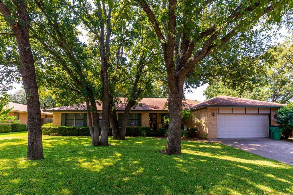 2104 Plummer  Street, Eastland, Texas 76448 - Acquisto Real Estate best frisco realtor Amy Gasperini 1031 exchange expert