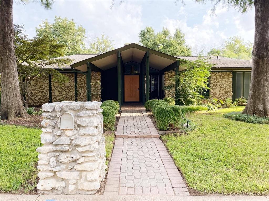 304 Brookview  Drive, Hurst, Texas 76054 - Acquisto Real Estate best frisco realtor Amy Gasperini 1031 exchange expert