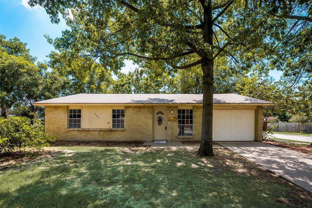1026 Briarwood  Drive, Lewisville, Texas 75067 - Acquisto Real Estate best frisco realtor Amy Gasperini 1031 exchange expert