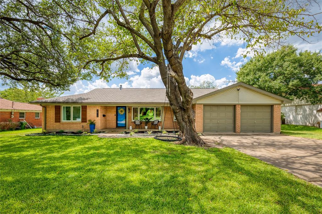 3812 Marys Creek  Drive, Benbrook, Texas 76116 - Acquisto Real Estate best frisco realtor Amy Gasperini 1031 exchange expert