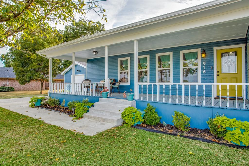 916 Yarbrough  Street, Pilot Point, Texas 76258 - Acquisto Real Estate best frisco realtor Amy Gasperini 1031 exchange expert