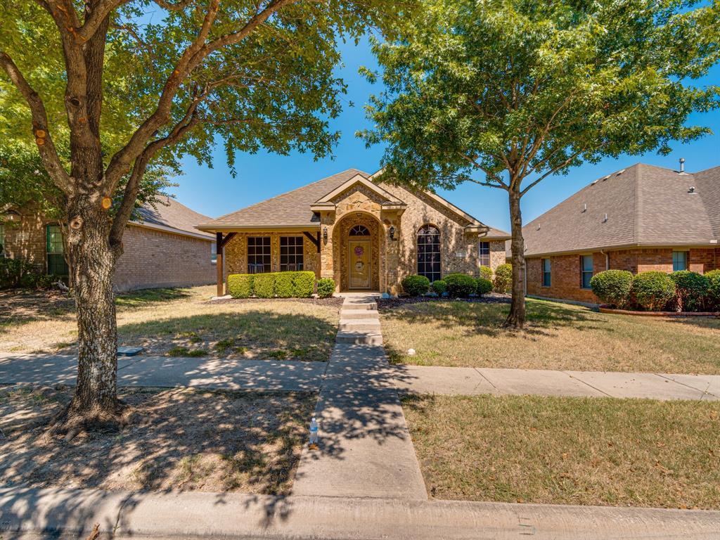 316 Village  Drive, Red Oak, Texas 75154 - Acquisto Real Estate best frisco realtor Amy Gasperini 1031 exchange expert