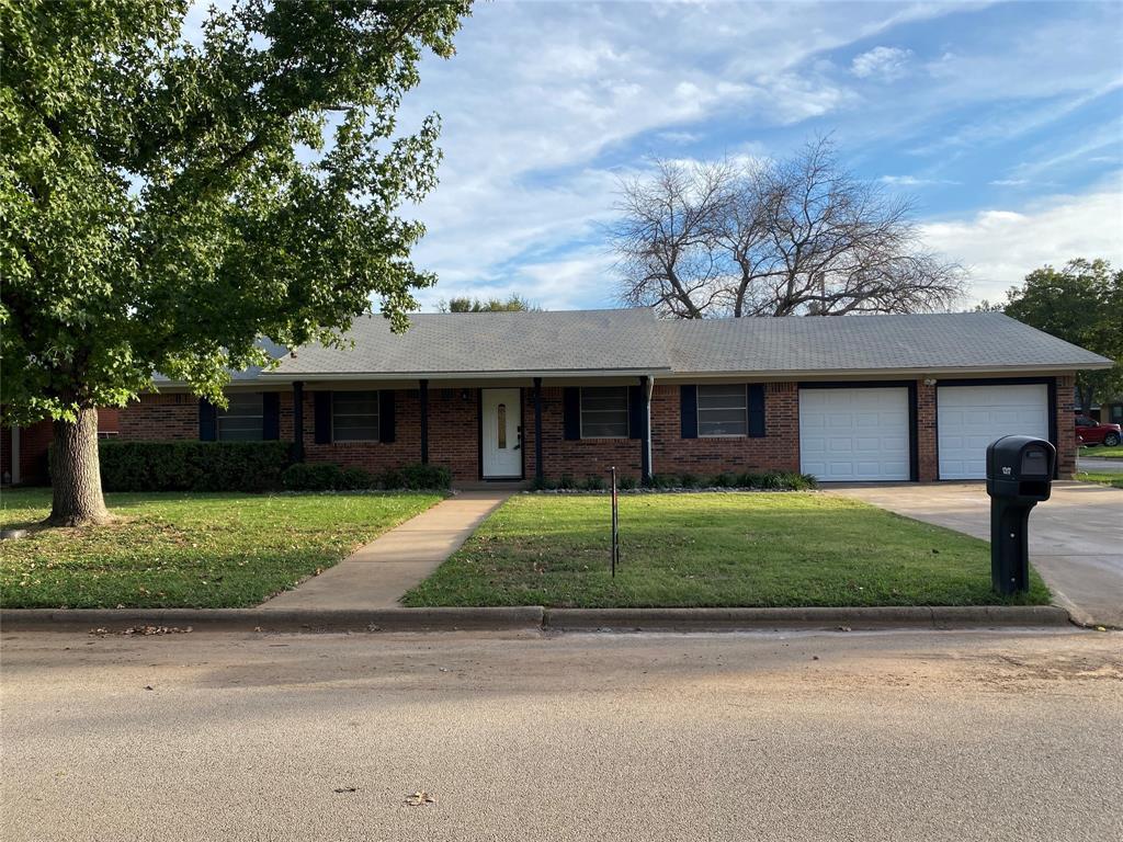 1317 Glenwood  Circle, Breckenridge, Texas 76424 - Acquisto Real Estate best frisco realtor Amy Gasperini 1031 exchange expert