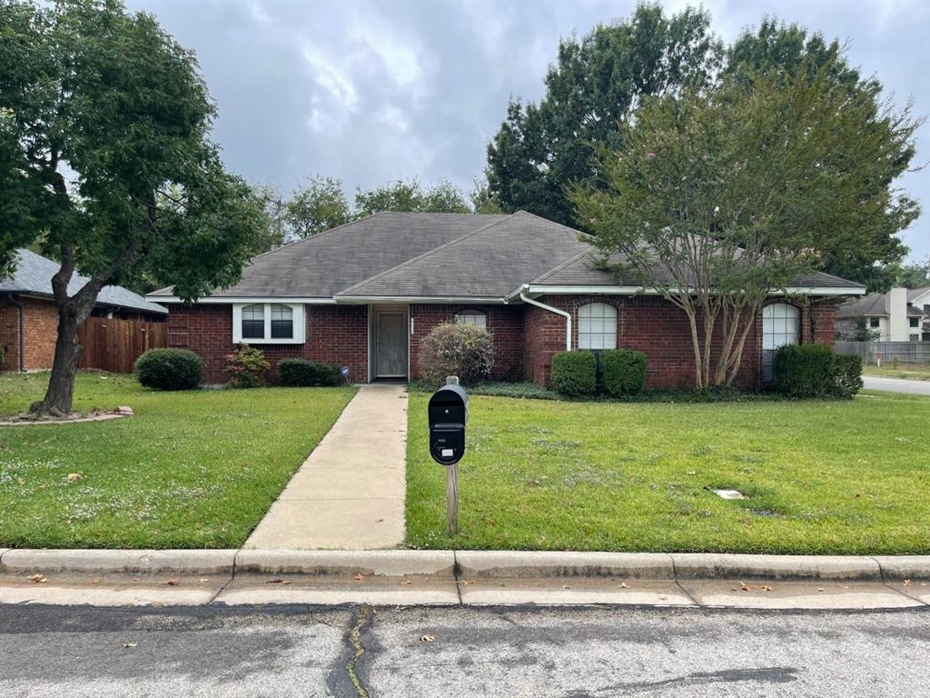 2136 Turf Club  Drive, Arlington, Texas 76017 - Acquisto Real Estate best frisco realtor Amy Gasperini 1031 exchange expert