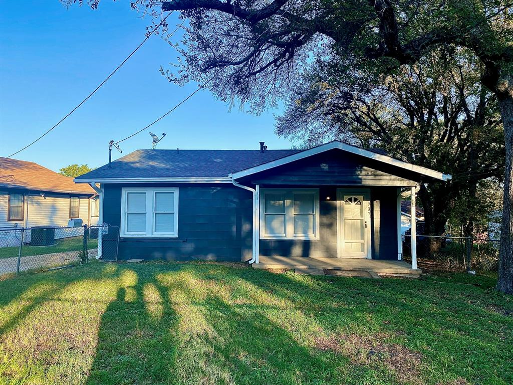 2737 Canton  Drive, Fort Worth, Texas 76112 - Acquisto Real Estate best frisco realtor Amy Gasperini 1031 exchange expert