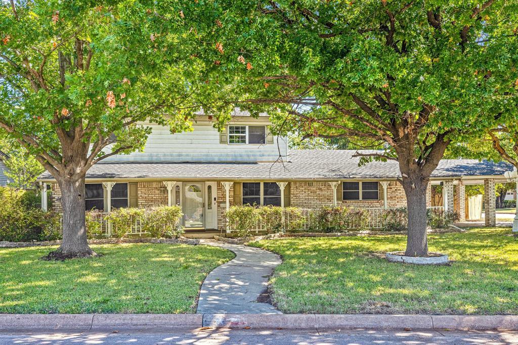 721 Thompson  Drive, Saginaw, Texas 76179 - Acquisto Real Estate best frisco realtor Amy Gasperini 1031 exchange expert