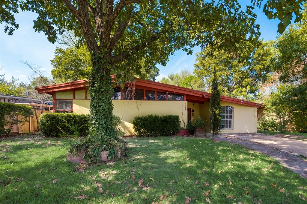 1709 Mayflower  Drive, Irving, Texas 75061 - Acquisto Real Estate best frisco realtor Amy Gasperini 1031 exchange expert