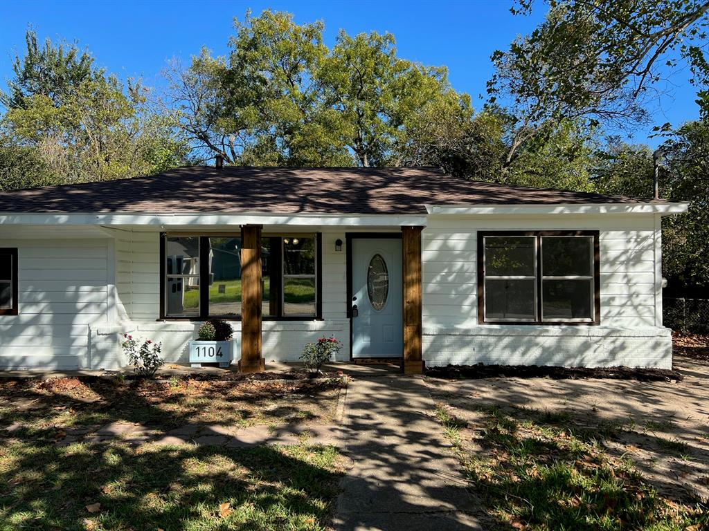 1104 Locust  Street, Gainesville, Texas 76240 - Acquisto Real Estate best frisco realtor Amy Gasperini 1031 exchange expert