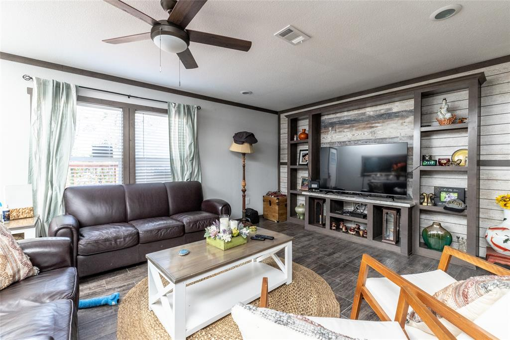 1009 Hopi  Court, Granbury, Texas 76048 - Acquisto Real Estate best frisco realtor Amy Gasperini 1031 exchange expert