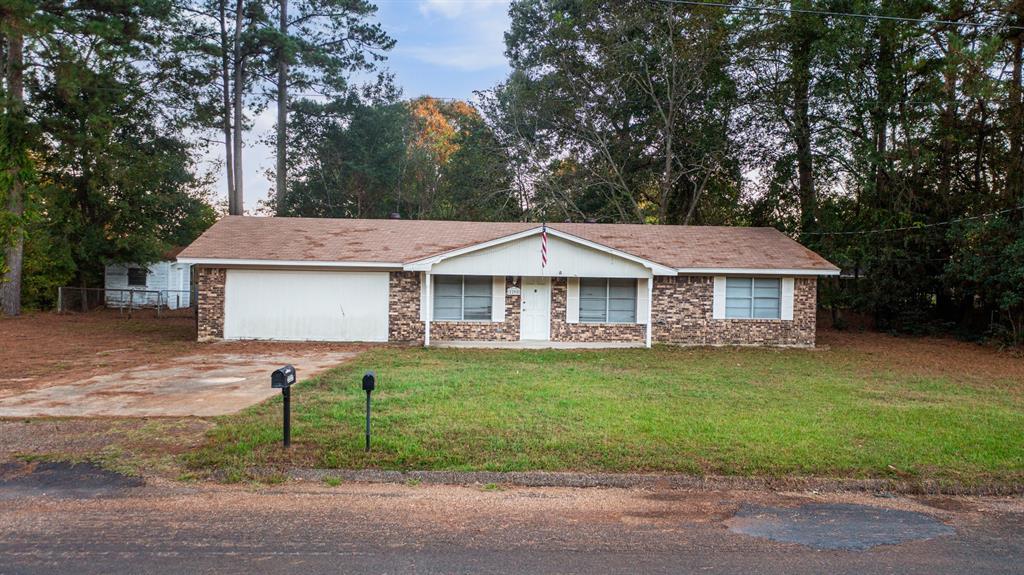 2205 Hampton  Street, Gladewater, Texas 75647 - Acquisto Real Estate best frisco realtor Amy Gasperini 1031 exchange expert