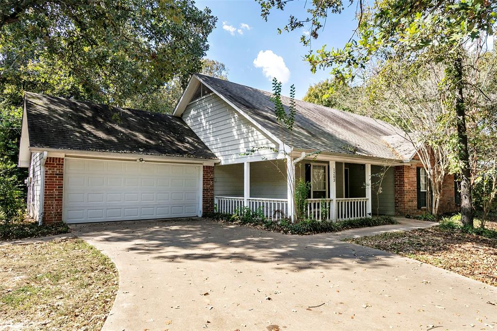 1203 Oak Tree  Drive, Athens, Texas 75751 - Acquisto Real Estate best frisco realtor Amy Gasperini 1031 exchange expert