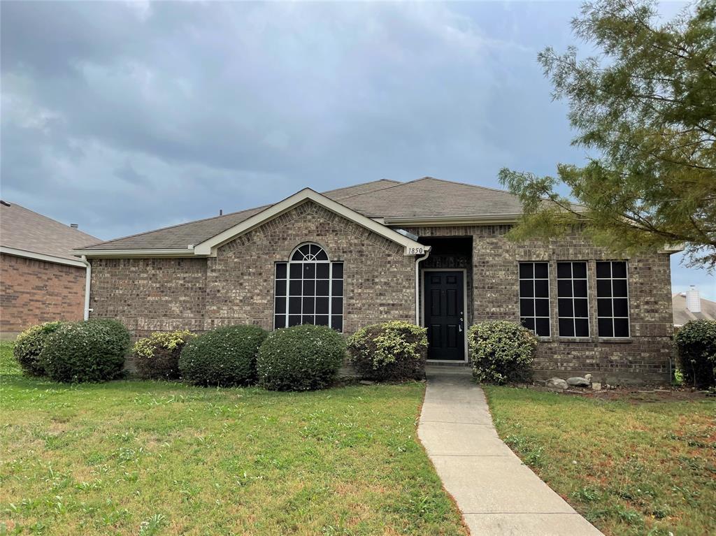 1850 Shanna  Drive, Lancaster, Texas 75134 - Acquisto Real Estate best frisco realtor Amy Gasperini 1031 exchange expert