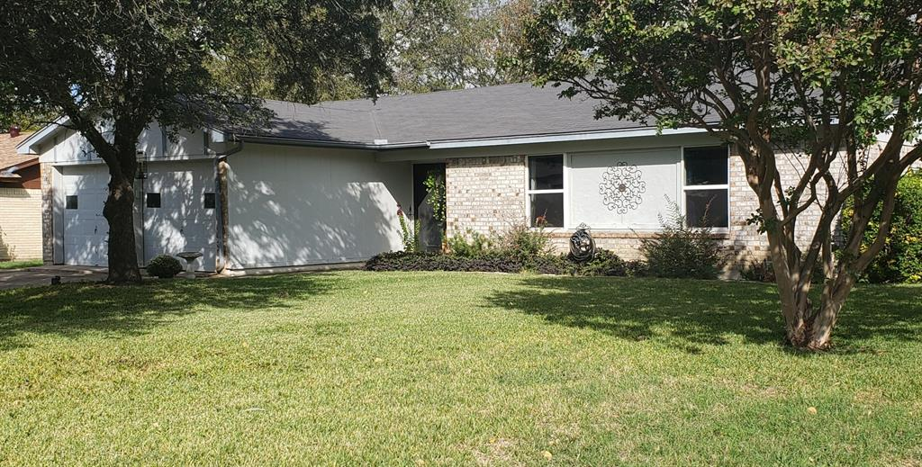1105 Trammell  Drive, Benbrook, Texas 76126 - Acquisto Real Estate best frisco realtor Amy Gasperini 1031 exchange expert