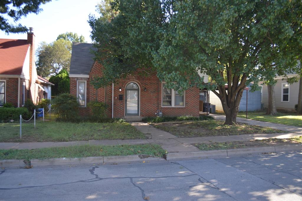 721 Chambers  Street, Cleburne, Texas 76033 - Acquisto Real Estate best frisco realtor Amy Gasperini 1031 exchange expert