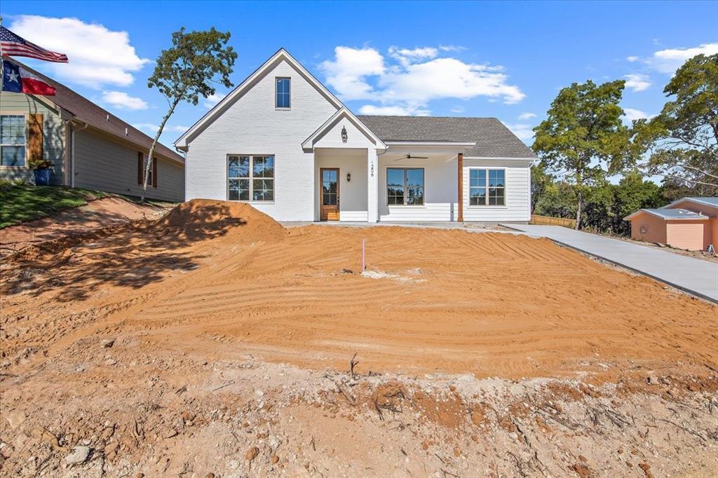 1206 Comanche Cove  Drive, Granbury, Texas 76048 - Acquisto Real Estate best frisco realtor Amy Gasperini 1031 exchange expert
